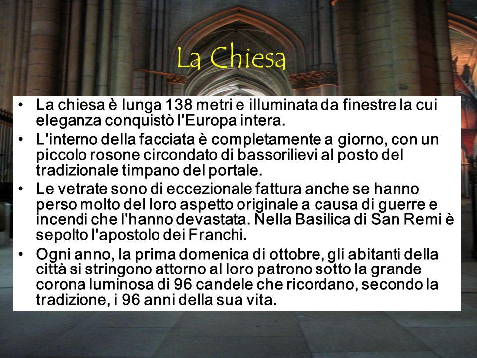 La Chiesa La chiesa è lunga 138 metri e illuminata da finestre la cui eleganza conquistò l Europa intera.