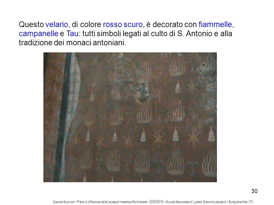 Questo velario, di colore rosso scuro, è decorato con fiammelle, campanelle e Tau: tutti simboli legati al culto di S. Antonio e alla tradizione dei monaci antoniani.
