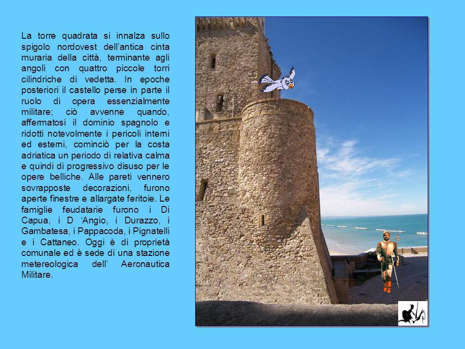 La torre quadrata si innalza sullo spigolo nordovest dell'antica cinta muraria della città, terminante agli angoli con quattro piccole torri cilindriche di vedetta.
