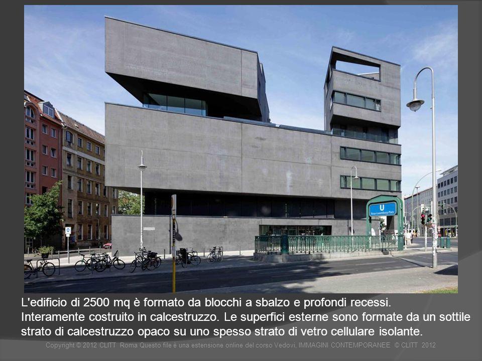 L edificio di 2500 mq è formato da blocchi a sbalzo e profondi recessi.