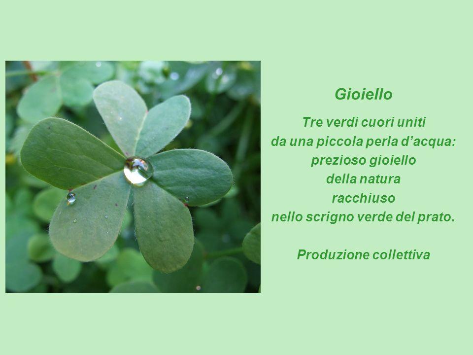 Gioiello Tre verdi cuori uniti da una piccola perla d'acqua: