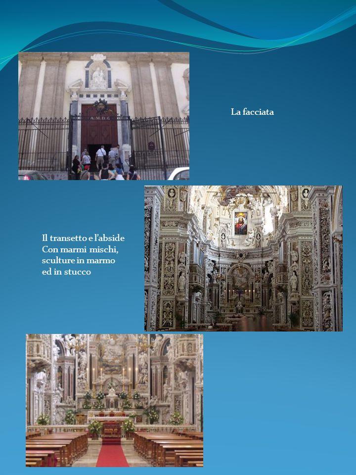La facciata Il transetto e l'abside Con marmi mischi, sculture in marmo ed in stucco