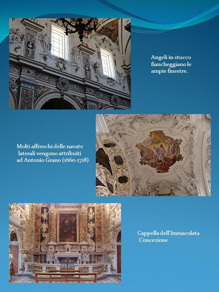 Angeli in stucco fiancheggiano le. ampie finestre. Molti affreschi delle navate. laterali vengono attribuiti.