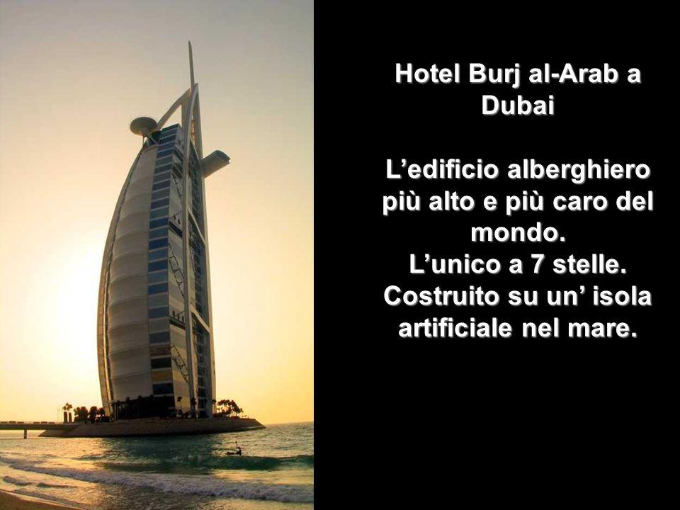 Hotel Burj al-Arab a Dubai L'edificio alberghiero più alto e più caro del mondo.
