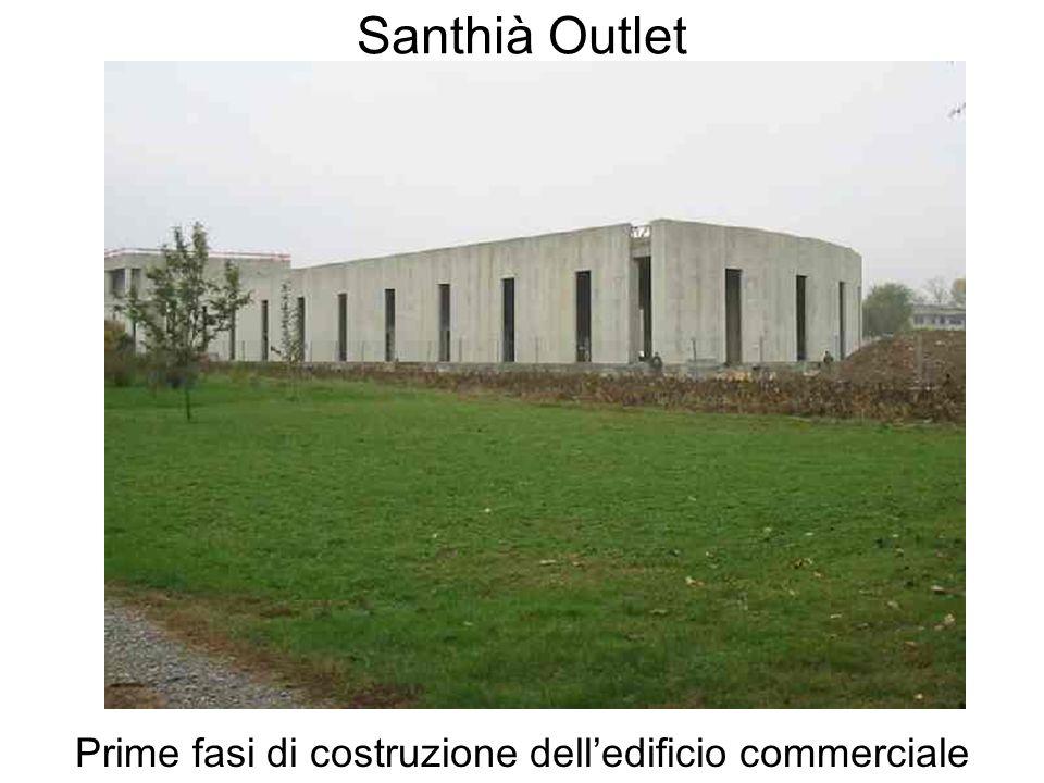Prime fasi di costruzione dell'edificio commerciale