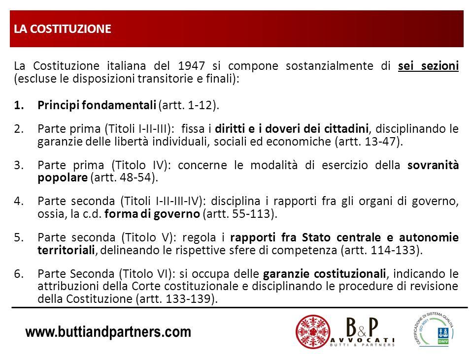 LA COSTITUZIONE La Costituzione italiana del 1947 si compone sostanzialmente di sei sezioni (escluse le disposizioni transitorie e finali):