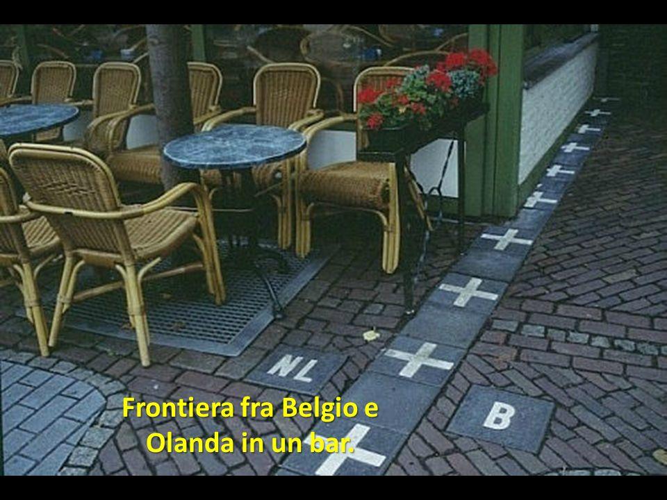 Frontiera fra Belgio e Olanda in un bar.