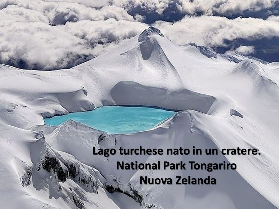 Lago turchese nato in un cratere. National Park Tongariro