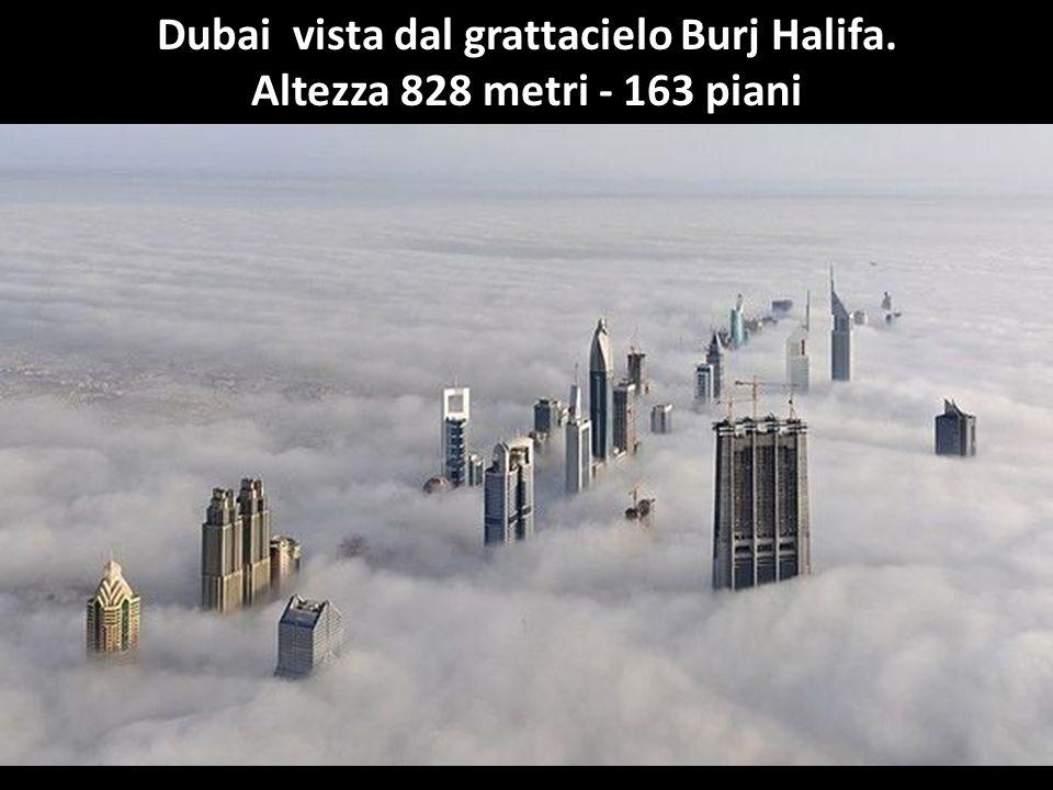 Dubai vista dal grattacielo Burj Halifa.