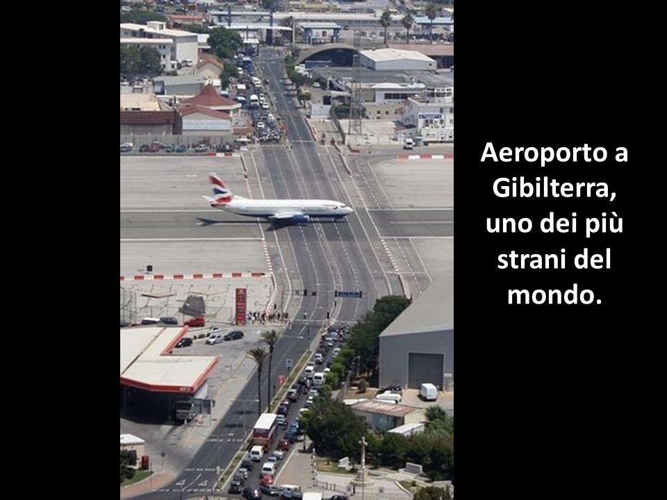 Aeroporto a Gibilterra, uno dei più strani del mondo.