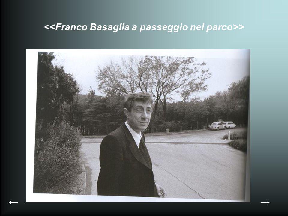 <<Franco Basaglia a passeggio nel parco>>