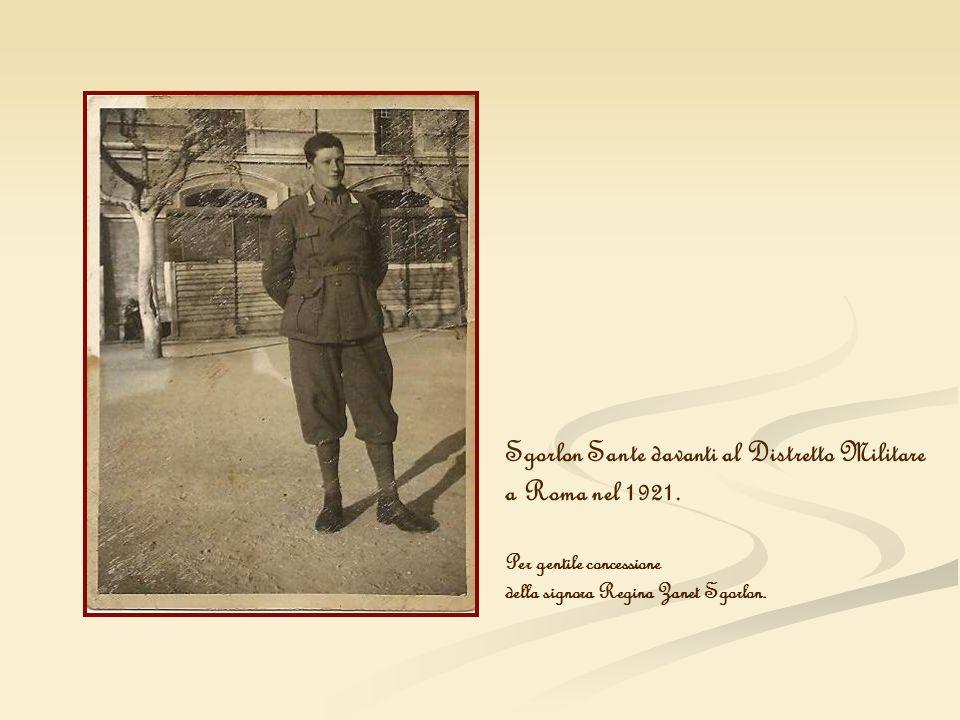 Sgorlon Sante davanti al Distretto Militare a Roma nel 1921.