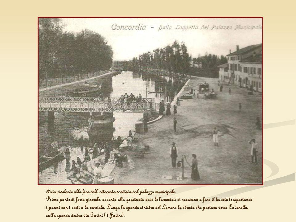 Foto risalente alla fine dell'ottocento scattata dal palazzo municipale.
