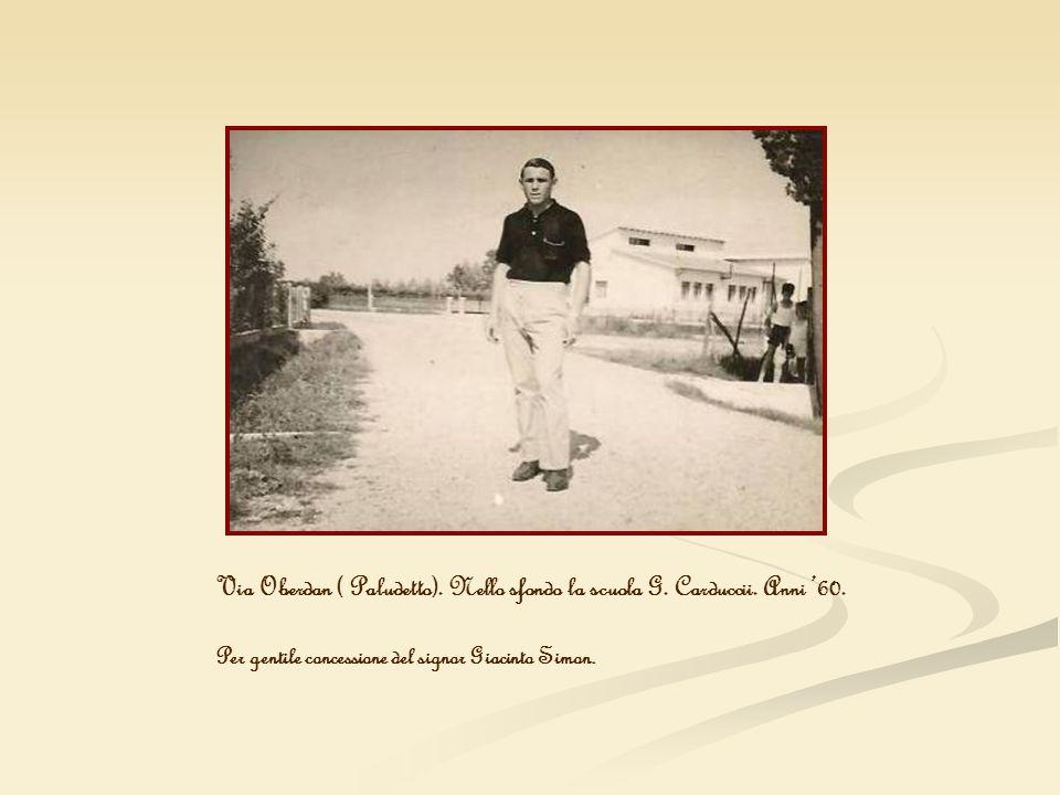 Via Oberdan ( Paludetto). Nello sfondo la scuola G. Carduccii. Anni '60.