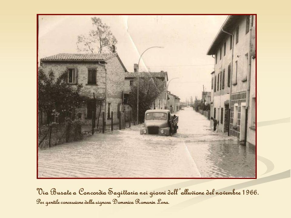 Via Busate a Concordia Sagittaria nei giorni dell'alluvione del novembre 1966.