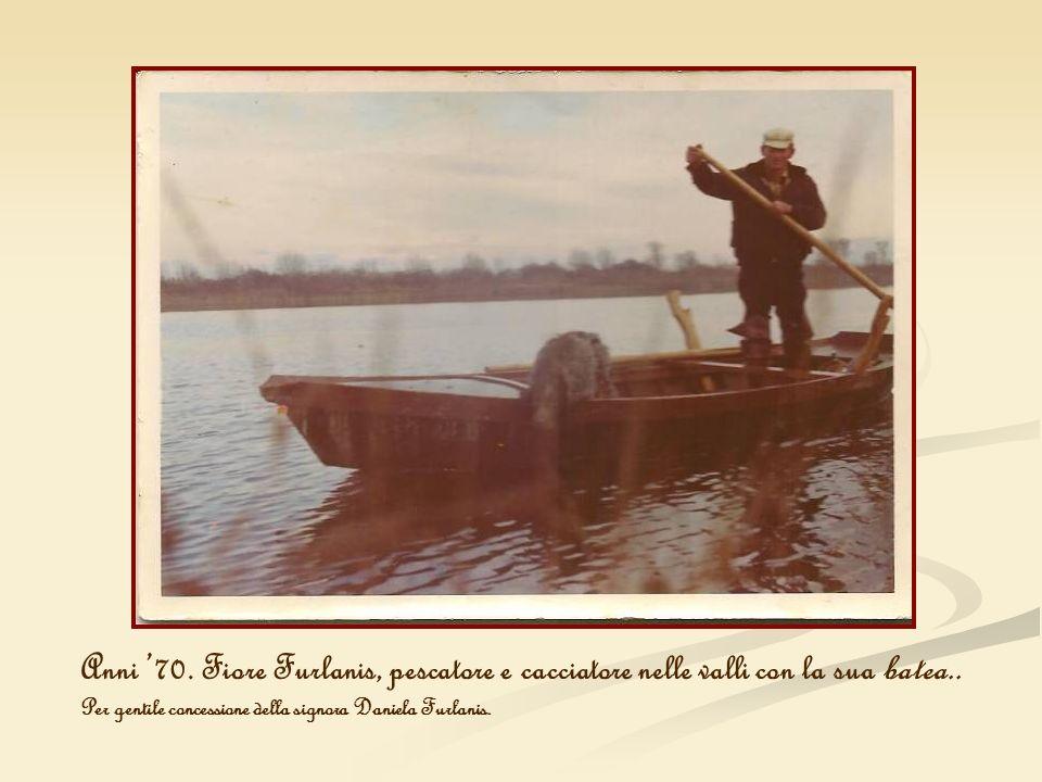 Anni '70. Fiore Furlanis, pescatore e cacciatore nelle valli con la sua batea..