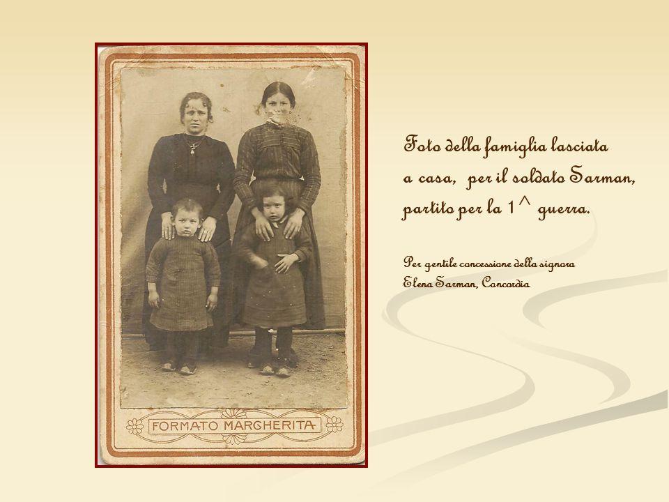 Foto della famiglia lasciata a casa, per il soldato Sarman,