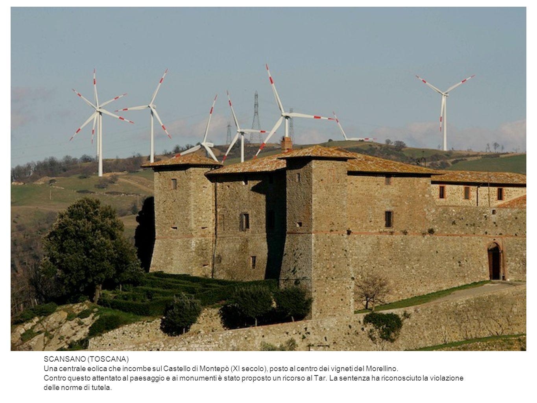 SCANSANO (TOSCANA) Una centrale eolica che incombe sul Castello di Montepò (XI secolo), posto al centro dei vigneti del Morellino.