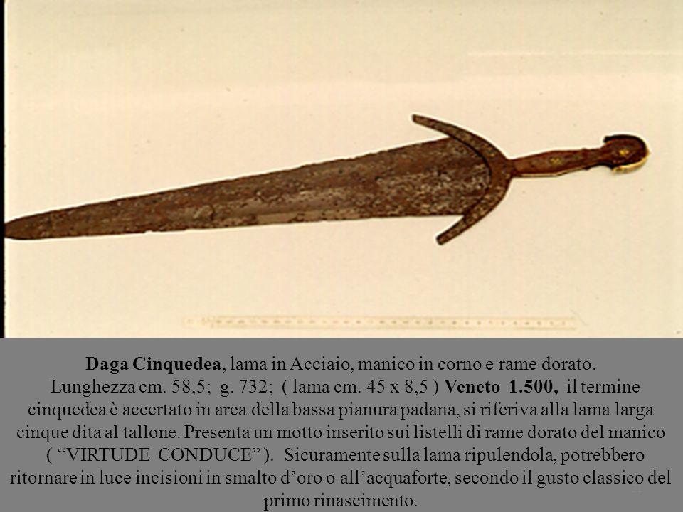Daga Cinquedea, lama in Acciaio, manico in corno e rame dorato.
