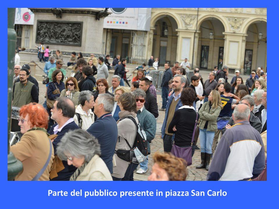 Parte del pubblico presente in piazza San Carlo