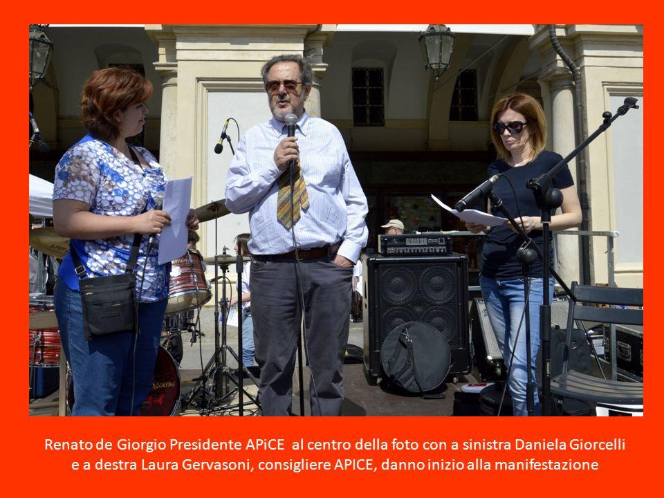 Renato de Giorgio Presidente APiCE al centro della foto con a sinistra Daniela Giorcelli