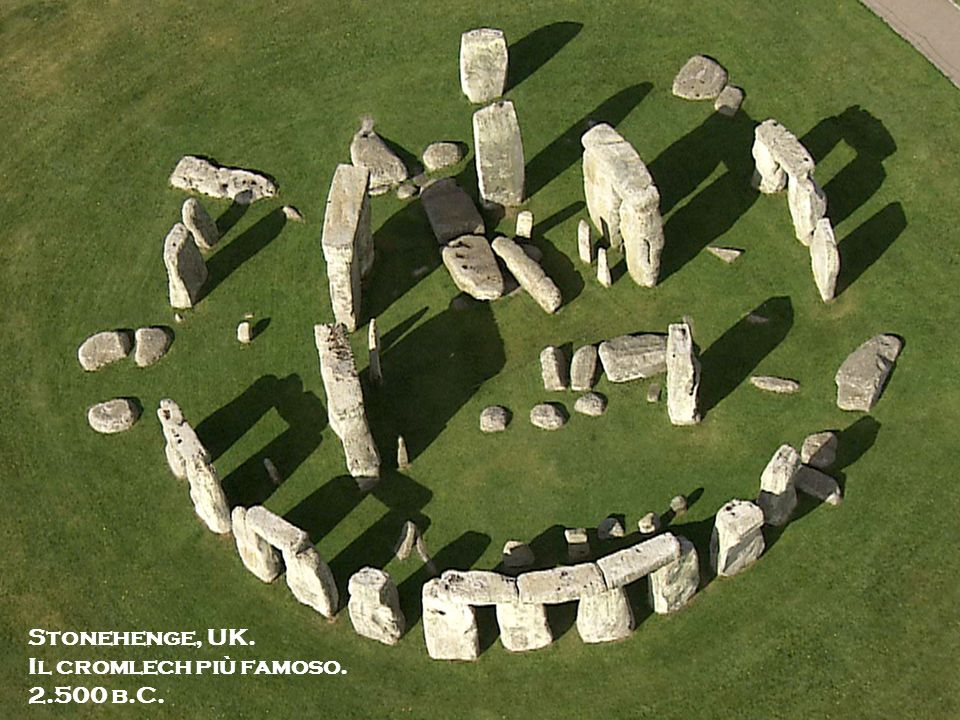 Stonehenge, UK.Il cromlech più famoso. 2.500 b.C. Over 130 megalithic sites exists in the alqueva region: it must have been of major importance.