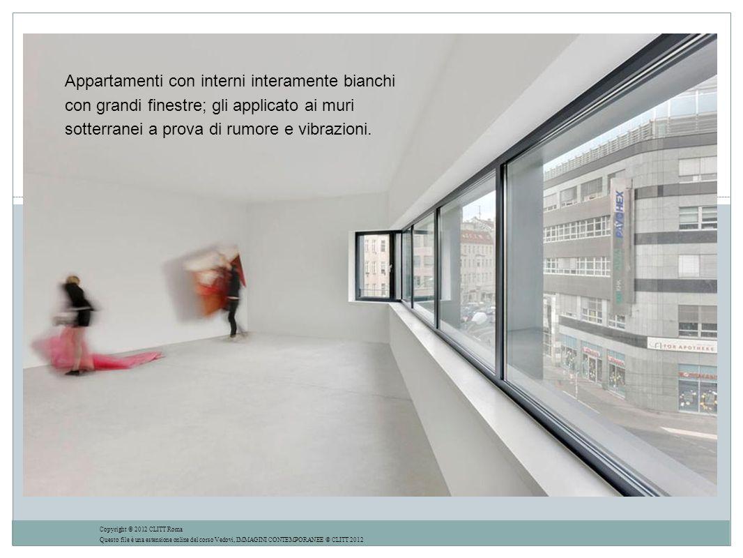 Appartamenti con interni interamente bianchi con grandi finestre; gli applicato ai muri sotterranei a prova di rumore e vibrazioni.