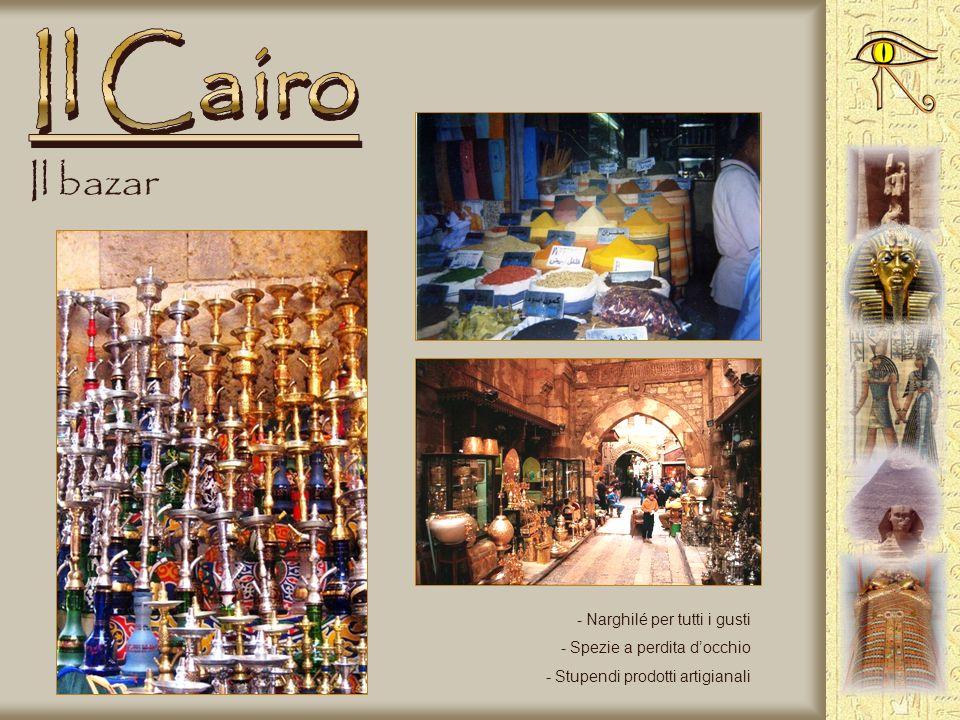 Il Cairo Il bazar Narghilé per tutti i gusti Spezie a perdita d'occhio