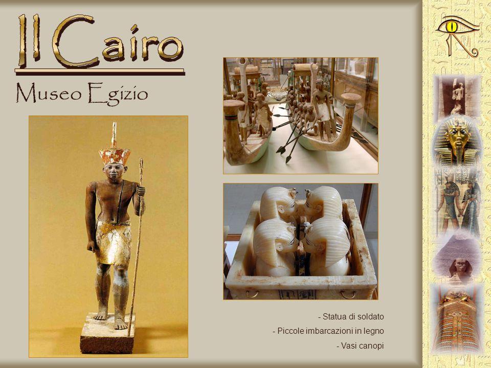 Il Cairo Museo Egizio Statua di soldato Piccole imbarcazioni in legno