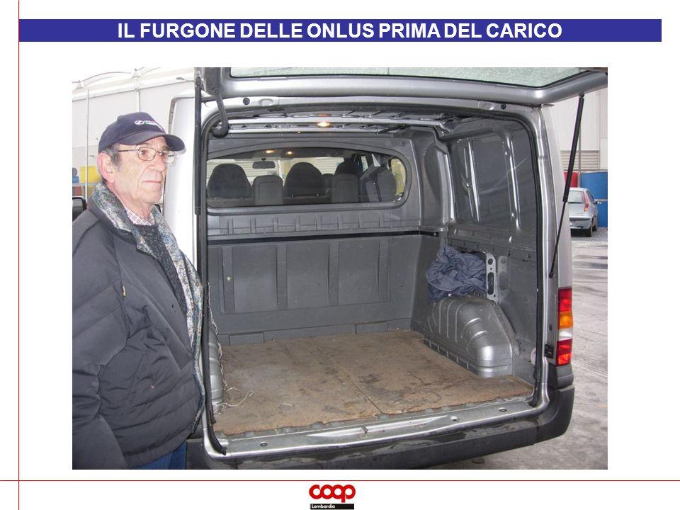 IL FURGONE DELLE ONLUS PRIMA DEL CARICO
