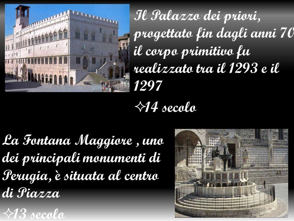 Il Palazzo dei priori, progettato fin dagli anni 70, il corpo primitivo fu realizzato tra il 1293 e il 1297
