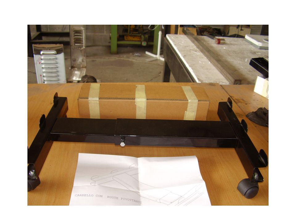Carrello porta stufa con ruote pivottanti e relativo imballaggio