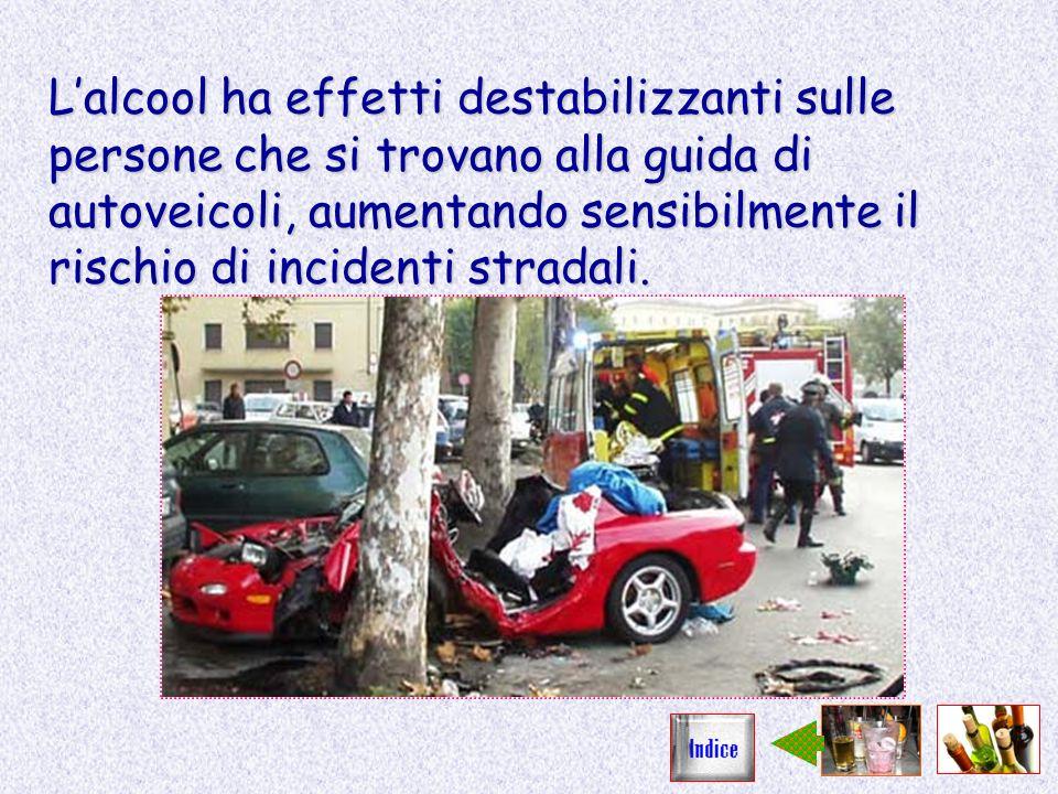 L'alcool ha effetti destabilizzanti sulle persone che si trovano alla guida di autoveicoli, aumentando sensibilmente il rischio di incidenti stradali.