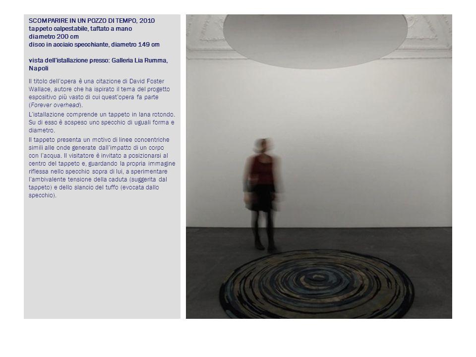 SCOMPARIRE IN UN POZZO DI TEMPO, 2010 tappeto calpestabile, taftato a mano diametro 200 cm disco in acciaio specchiante, diametro 149 cm vista dell'istallazione presso: Galleria Lia Rumma, Napoli