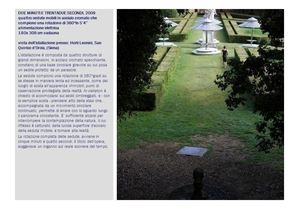 DUE MINUTI E TRENTADUE SECONDI, 2009 quattro sedute mobili in acciaio cromato che compiono una rotazione di 360°in 5'4'' alimentazione elettrica 180x 308 cm cadauna vista dell'istallazione presso: Horti Leonini, San Quirico d'Orcia, (Siena)