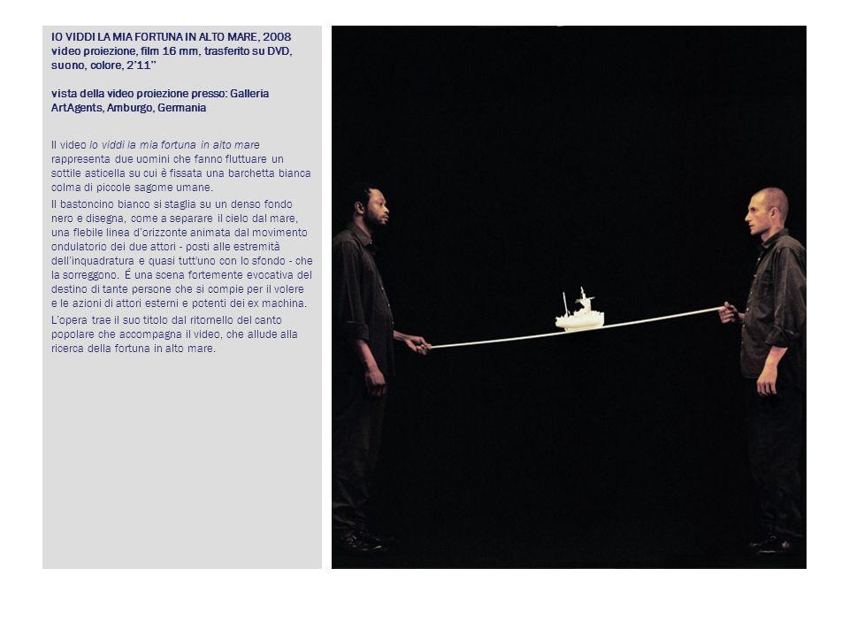 IO VIDDI LA MIA FORTUNA IN ALTO MARE, 2008 video proiezione, film 16 mm, trasferito su DVD, suono, colore, 2'11'' vista della video proiezione presso: Galleria ArtAgents, Amburgo, Germania