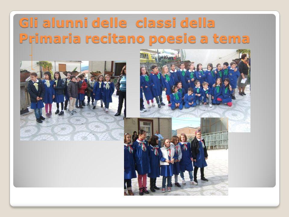 Gli alunni delle classi della Primaria recitano poesie a tema