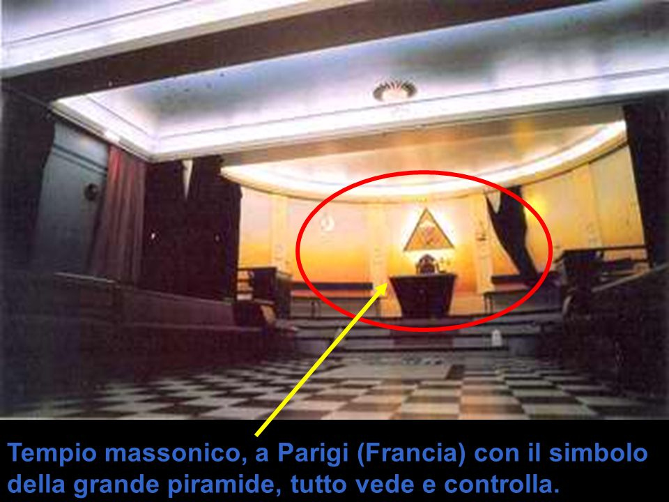 Tempio massonico, a Parigi (Francia) con il simbolo della grande piramide, tutto vede e controlla.