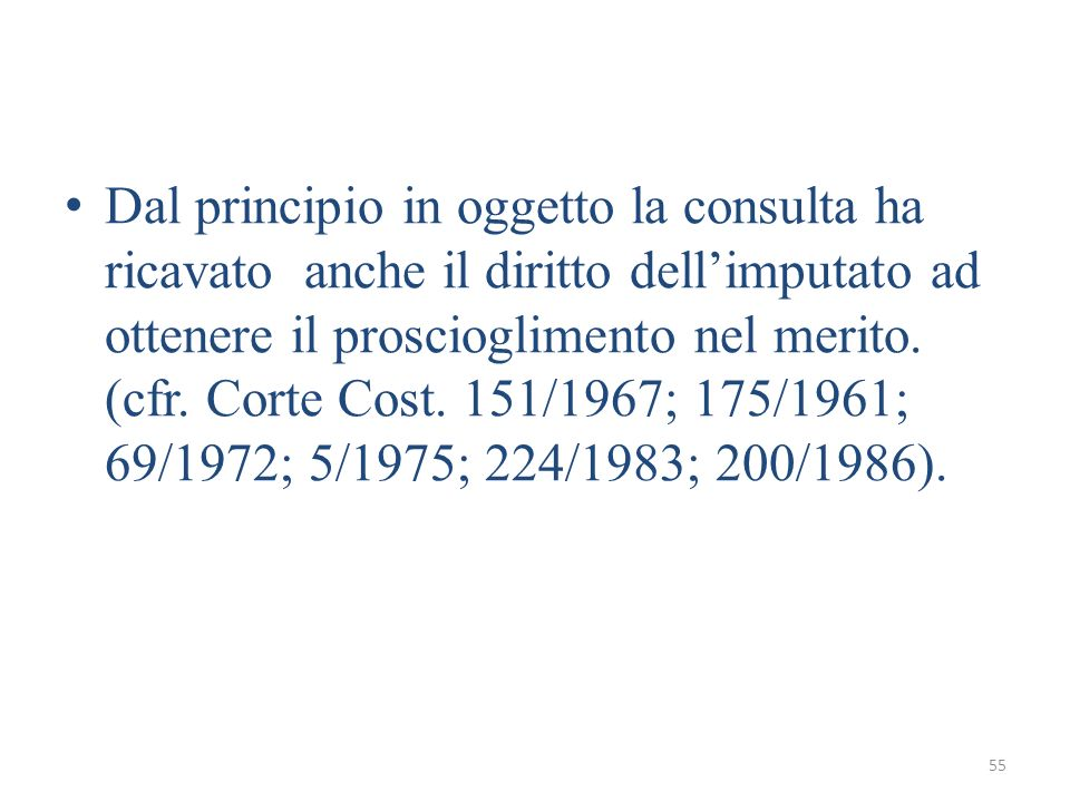 Dal principio in oggetto la consulta ha ricavato anche il diritto dell'imputato ad ottenere il proscioglimento nel merito.