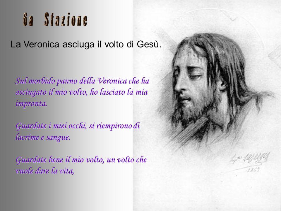 La Veronica asciuga il volto di Gesù.