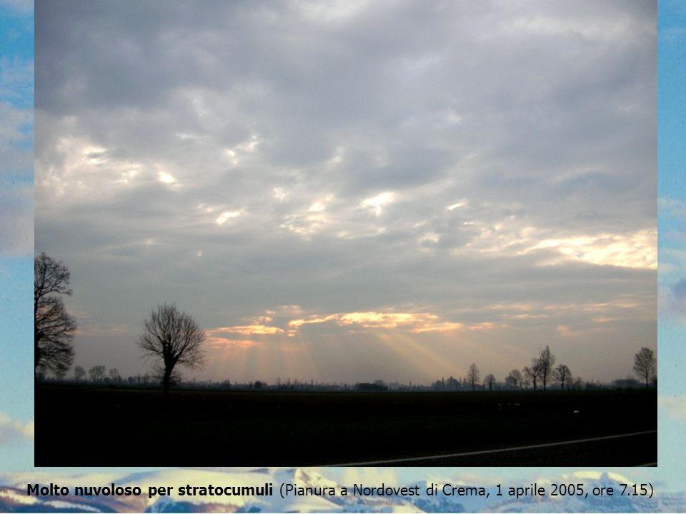 Molto nuvoloso per stratocumuli (Pianura a Nordovest di Crema, 1 aprile 2005, ore 7.15)