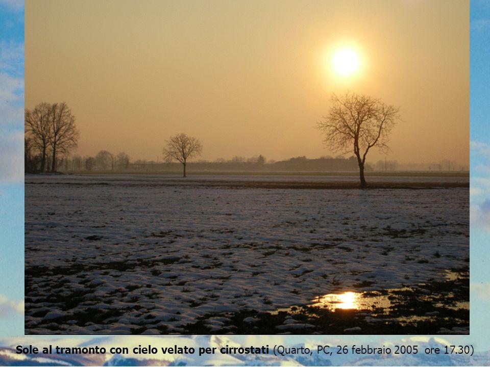 Sole al tramonto con cielo velato per cirrostati (Quarto, PC, 26 febbraio 2005 ore 17.30)