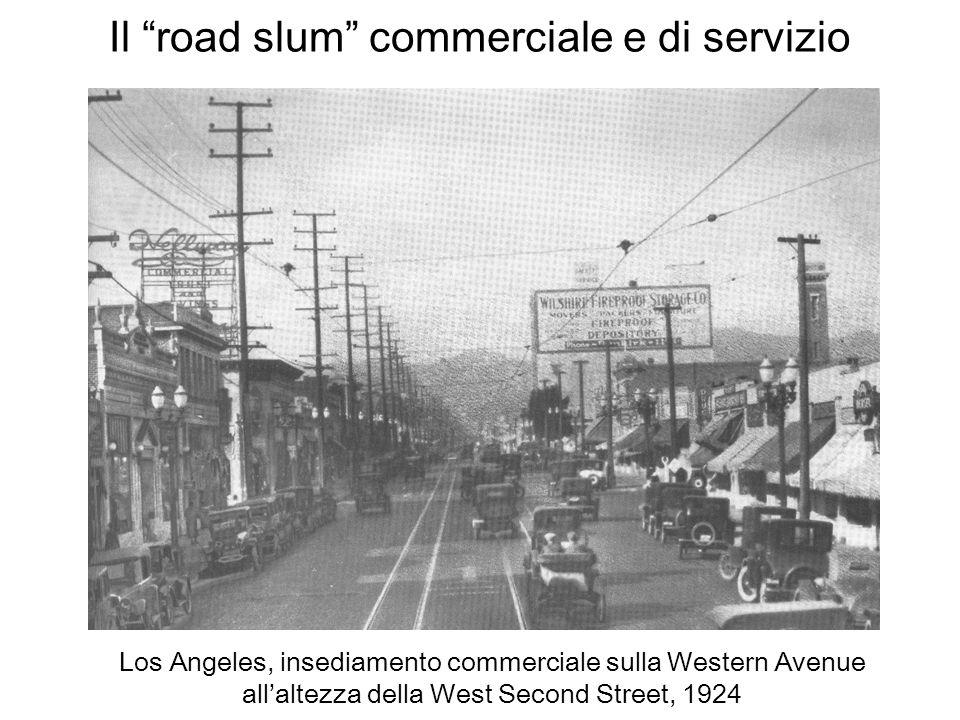 Il road slum commerciale e di servizio