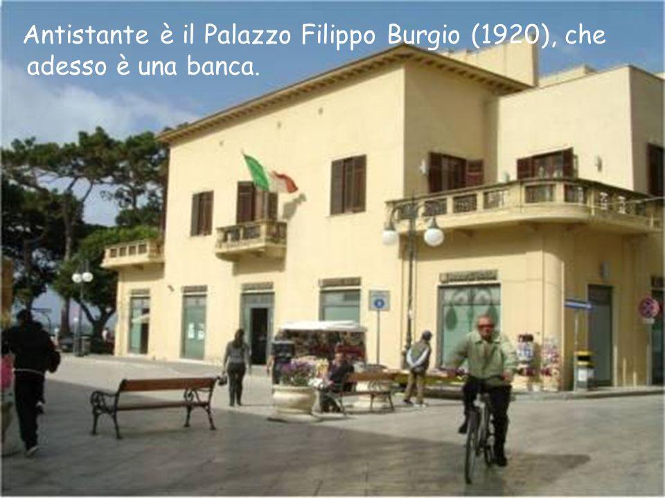 Antistante è il Palazzo Filippo Burgio (1920), che adesso è una banca.