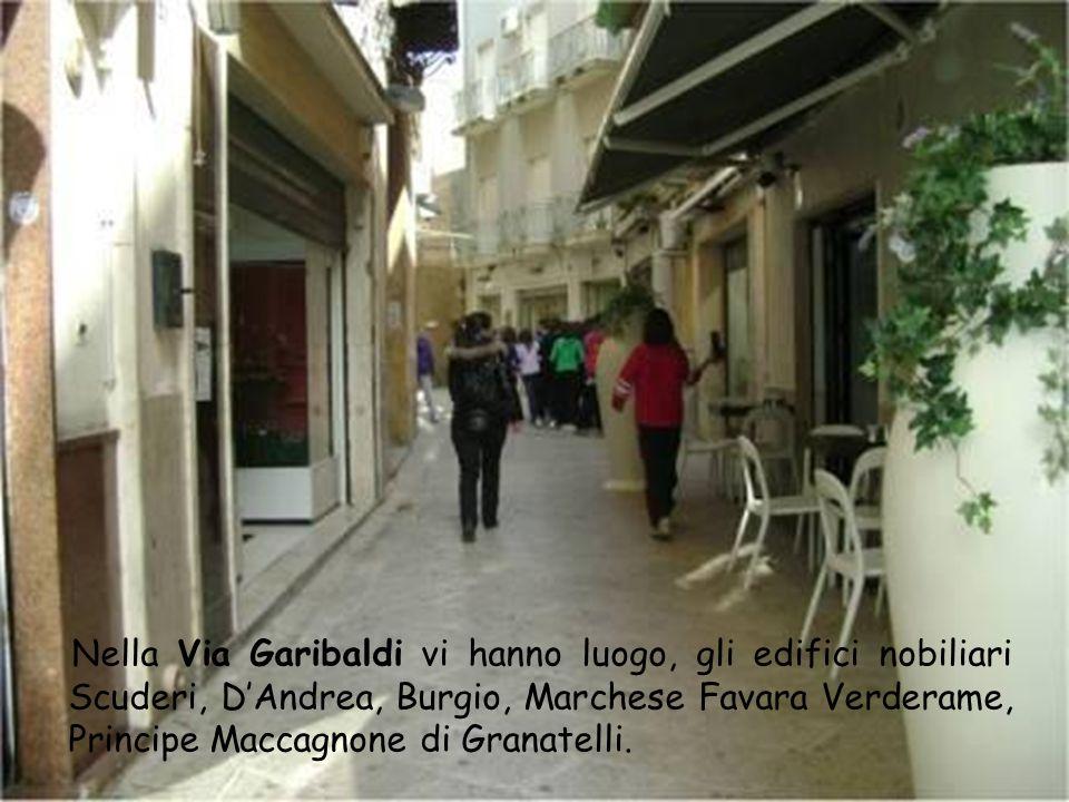 Nella Via Garibaldi vi hanno luogo, gli edifici nobiliari Scuderi, D'Andrea, Burgio, Marchese Favara Verderame, Principe Maccagnone di Granatelli.