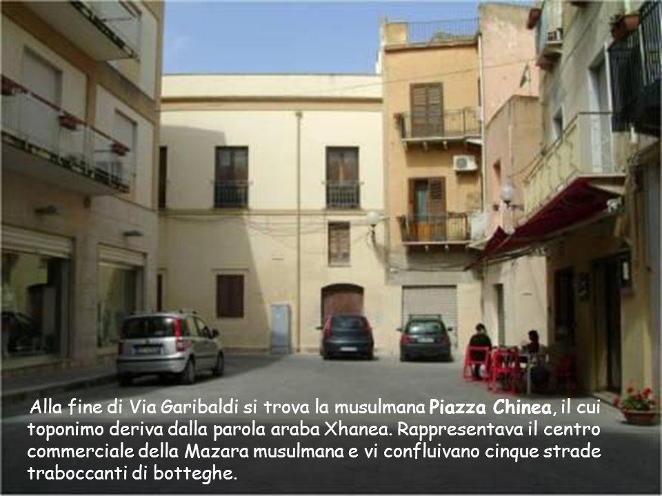 Alla fine di Via Garibaldi si trova la musulmana Piazza Chinea, il cui toponimo deriva dalla parola araba Xhanea.