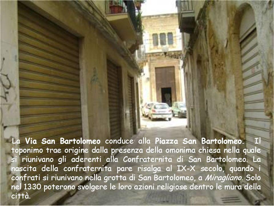 La Via San Bartolomeo conduce alla Piazza San Bartolomeo