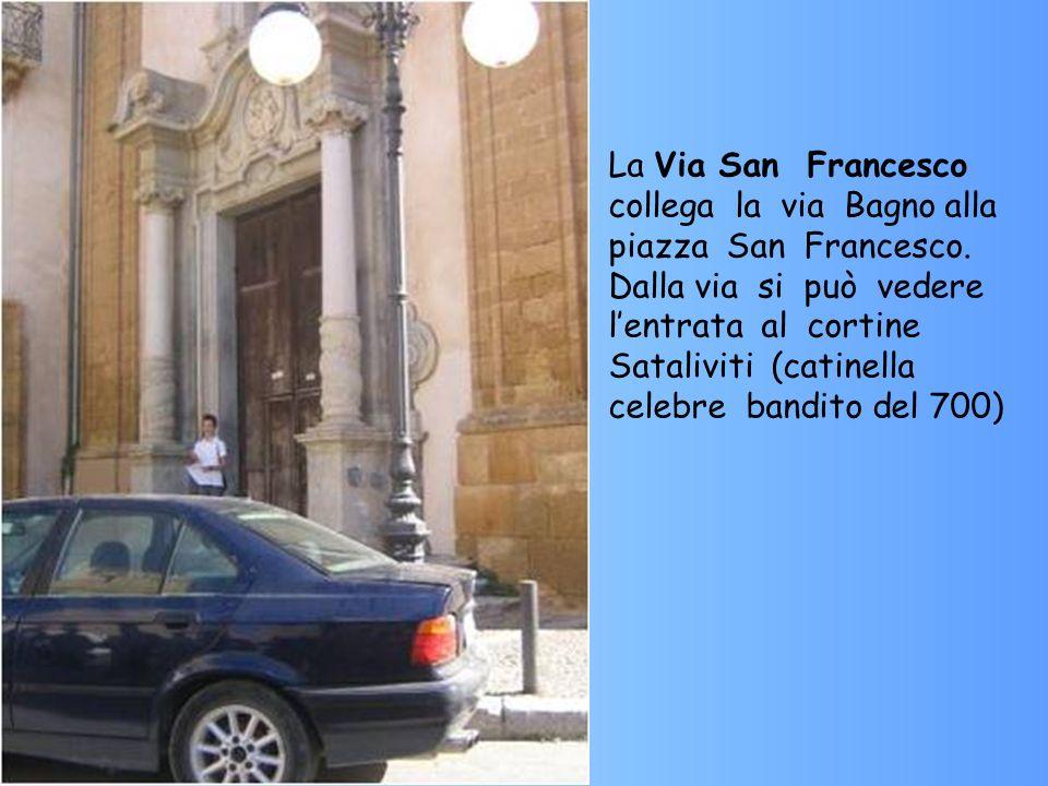 La Via San Francesco collega la via Bagno alla piazza San Francesco