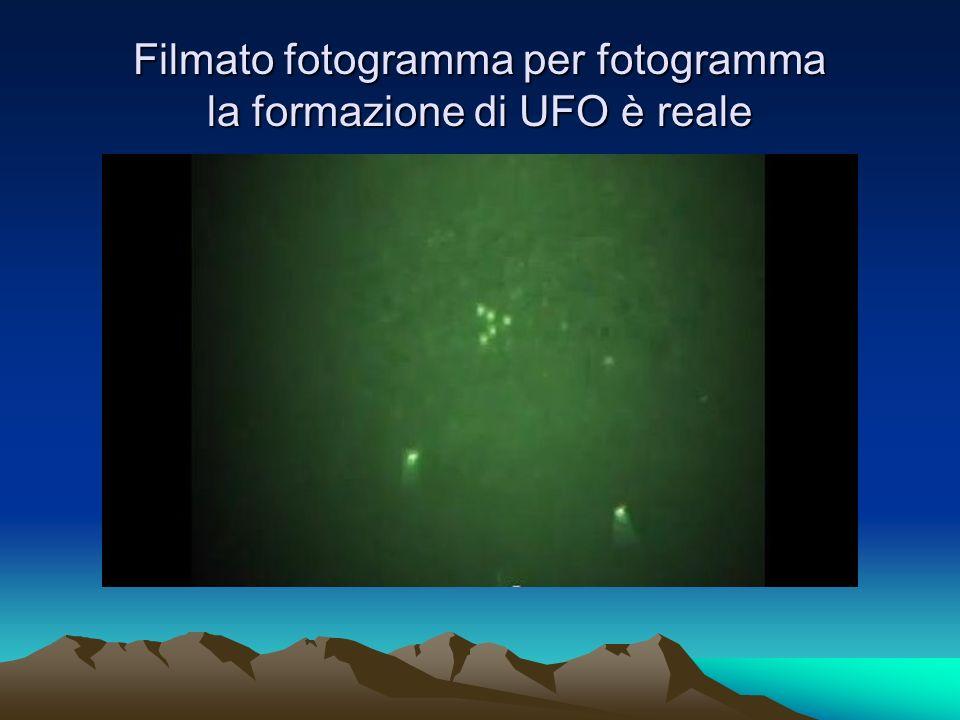 Filmato fotogramma per fotogramma la formazione di UFO è reale