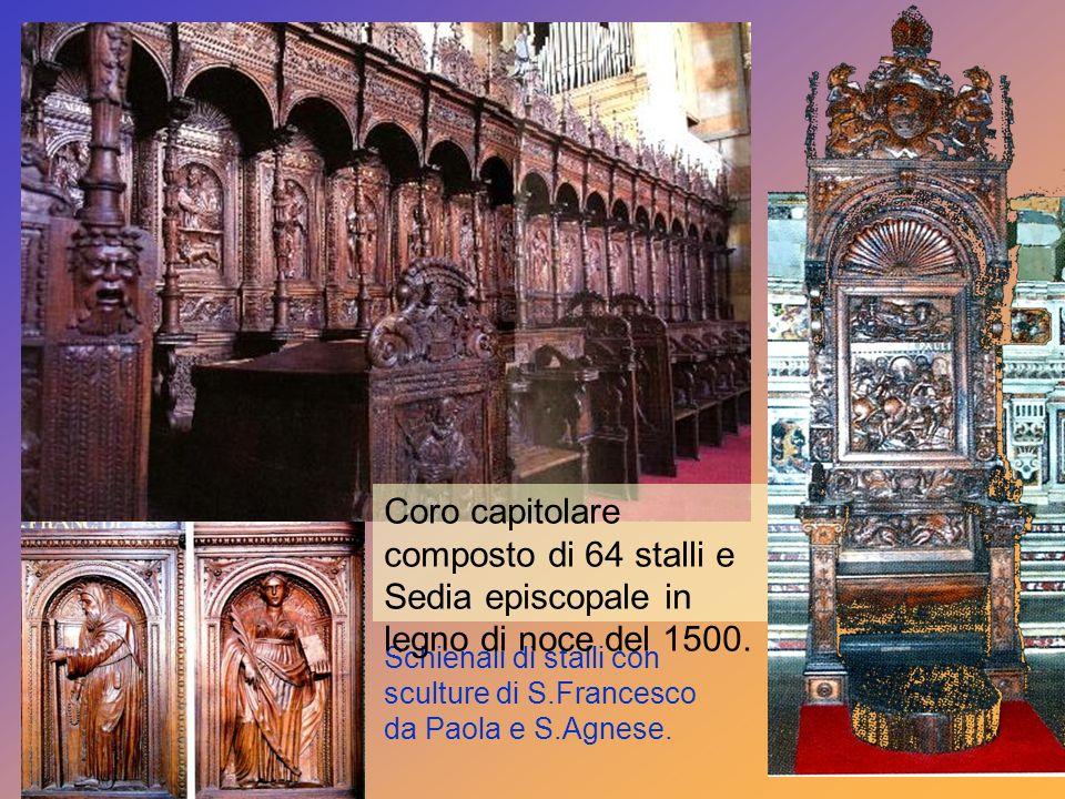 Coro capitolare composto di 64 stalli e Sedia episcopale in legno di noce del 1500.